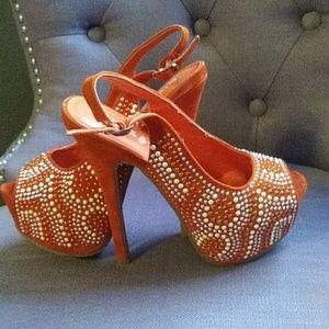 Kiss & tell orange platforms